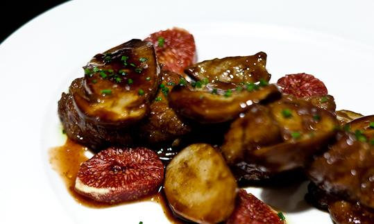 Sweetbread with wild mushrooms, marrow and figs